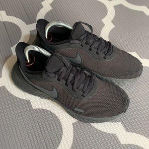 Nike sneakers women's size 6